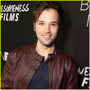 nathan kress muscles 2015. icarly\u0027s nathan kress signs an autograph for a fan five years after she wrote him muscles 2015