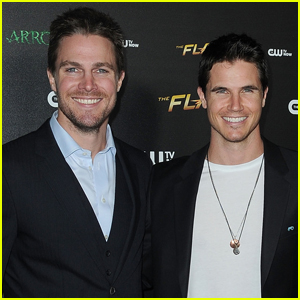 Robbie Amell Teases Cousin Stephen on Twitter