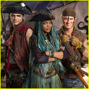 Kenny Ortega Says You'll Fall In Love With Uma's Gang of Pirates in 'Descendants 2'