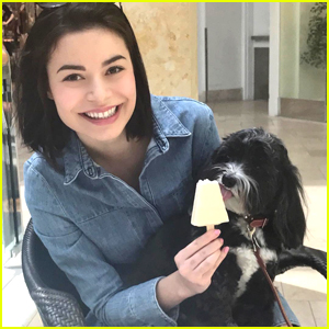 Miranda Cosgrove's Photography Teacher Didn't Like Any of Her Photos For This Reason