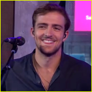 Rocky Lynch Performs 'Lay Your Head Down' With R5 on 'GMA' - Videos Here!