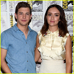 Tye Sheridan & Olivia Cooke Debut 'Ready Player One' Footage at Comic-Con!