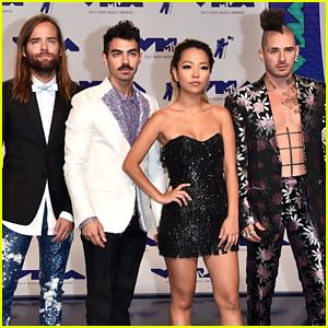 DNCE Rocks Cool Fashion at MTV VMAs 2017!