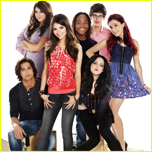 A 'Victorious' Reboot or Reunion Isn't Out Of The Question At All, Elizabeth Gillies Says