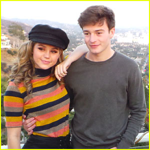 Brec Bassinger & Boyfriend Dylan Summerall Make Cute Couple at YSBnow Friendsgiving!