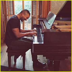 The Originals' Charles Michael Davis Could Be Playing Piano More on Final Season of the Show