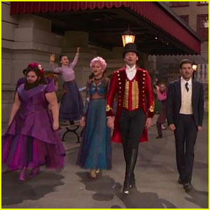 Zendaya & Zac Efron Sing In 'Greatest Showman' Live Commercial