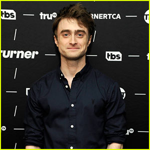 Daniel Radcliffe Looks Sharp While Talking 'Miracle Workers' at Winter TCA Press Tour 2018