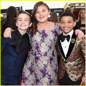 'This Is Us' Stars Parker Bates, Mackenzie Hancsicsak & Lonnie Chavis Step Out at SAG Awards 2018!