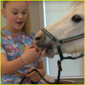 JoJo Siwa Hangs Out With a Horse Inside Her House & It's Epic (Video)