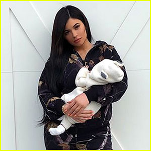 Kylie Jenner Kisses Daughter Stormi in Adorable New Snapchat Videos