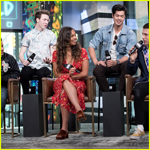 '13 Reasons Why' Cast Talks About the Unexpected Romance on the Show!