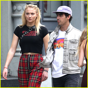 Joe Jonas & Sophie Turner Make a Stylish Couple While Out in NYC