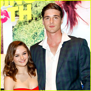 Joey King & Jacob Elordi Reenact Rule #7 From 'The Kissing Booth'