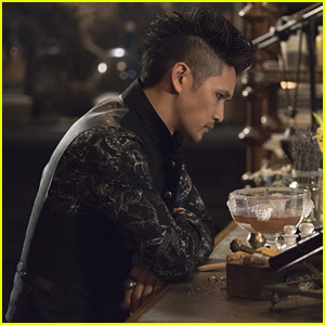 'Shadowhunters' Showrunners Preview How Magnus's Life Will Change & More Malec in Season 3B
