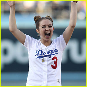 Billie Lourd Throws Out First Pitch at Dodgers' 'Star Wars' Night