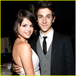 Selena Gomez Vacations in Italy with David Henrie & Wife Maria