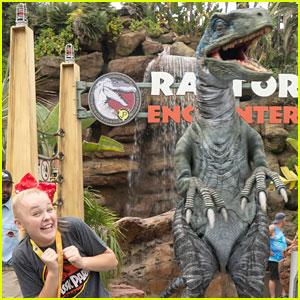 JoJo Siwa Escapes Raptor Encounter at Universal Studios Hollywood