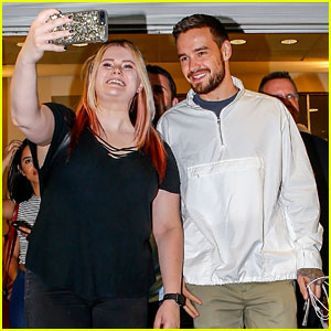 Liam Payne Snaps Selfies With Fans After Arriving in NYC!