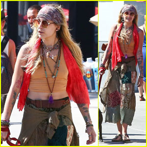 Paris Jackson Spends the Day at Venice Beach With Her Friends!