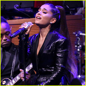 Watch Ariana Grande's Beautiful Tribute for Aretha Franklin!