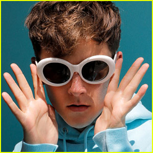 Connor Franta Gives Advice on How to Find Your Social Media Aesthetic