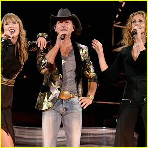 Taylor Swift Performs with 'Tim McGraw' with the Actual Singer!