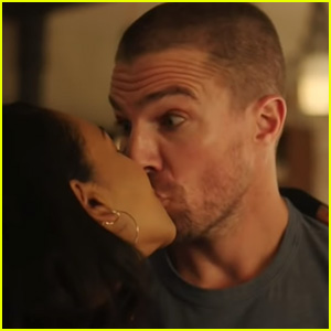 Iris Kisses Oliver In First, Confusing 'Elseworlds' Crossover Preview