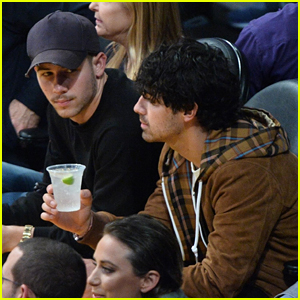 Nick Jonas & Joe Jonas Hang Out Together at the Lakers Game in Los Angeles!