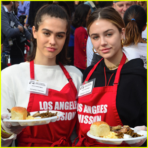 Amelia & Delilah Hamlin Volunteer to Dish Out Holiday Meals!