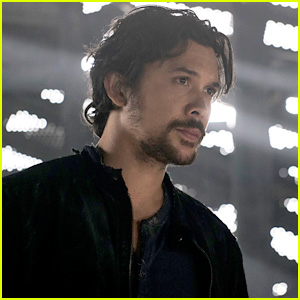 Here's Why You'll See Bellamy Sitting on 'The 100' More in Season 6