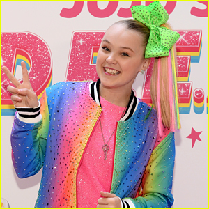 1cf043155 JoJo Siwa Takes The Stage at NFL Play 60 Kids Day During Super Bowl ...