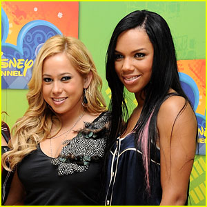 Cheetah Girls Kiely Williams & Sabrina Bryan Sing a Lullaby Version of 'Cheetah Sisters' On FaceTime!