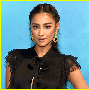 Shay Mitchell Plays With 'The Perfectionists' Snapchat Filters