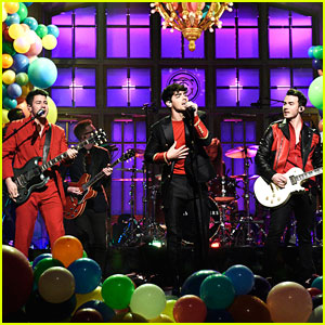 Jonas Brothers Bring The Party To 'Saturday Night Live'