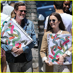 0132990414 Lily Collins Picks Up New Art Books In Beverly Hills