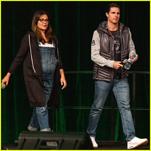 Italia Ricci Shows Off Growing Baby Bump at Supanova Expo