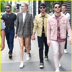 Sophie Turner & Joe Jonas Meet Up With Friends In Paris