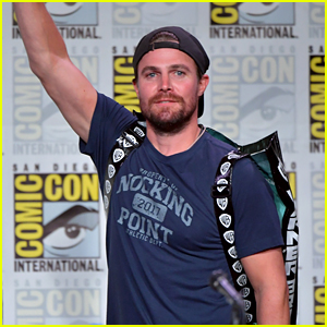 Stephen Amell Sends Emotional Note to Fans After Arrow's Comic-Con Panel