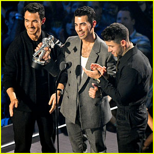 Jonas Brothers Take Home First MTV VMAs Award for 'Sucker!'