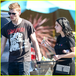 Ariel Winter Shows Off Black Hair For Filming of the Final Season of 'Modern Family'