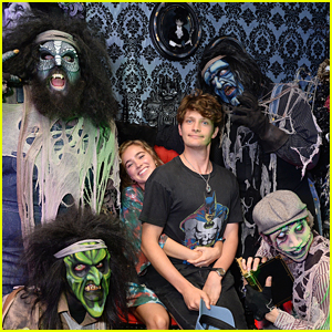 Haley Lu Richardson & Brett Dier Make New Friends at Knott's Scary Farm!