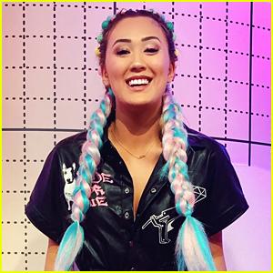 LaurDIY Rocks Pink & Blue Braids For 'Craftopia' Wrap