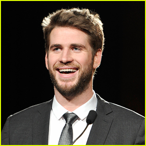 Liam Hemsworth Likes to Sing in the Mornings!