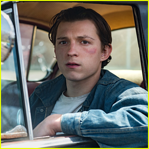 Tom Holland & Robert Pattinson Star In First Look Photos From New Movie 'The Devil All The Time'