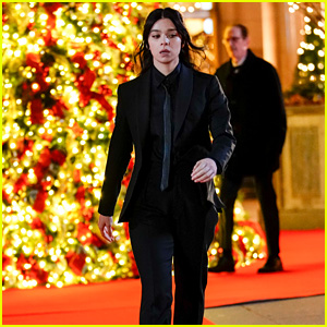 Hailee Steinfeld Films a Christmas-Set Scene for 'Hawkeye' in NYC