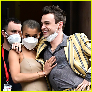 Thomas Doherty & Jordan Alexander Pose For Cute Photo On 'Gossip Girl' Set