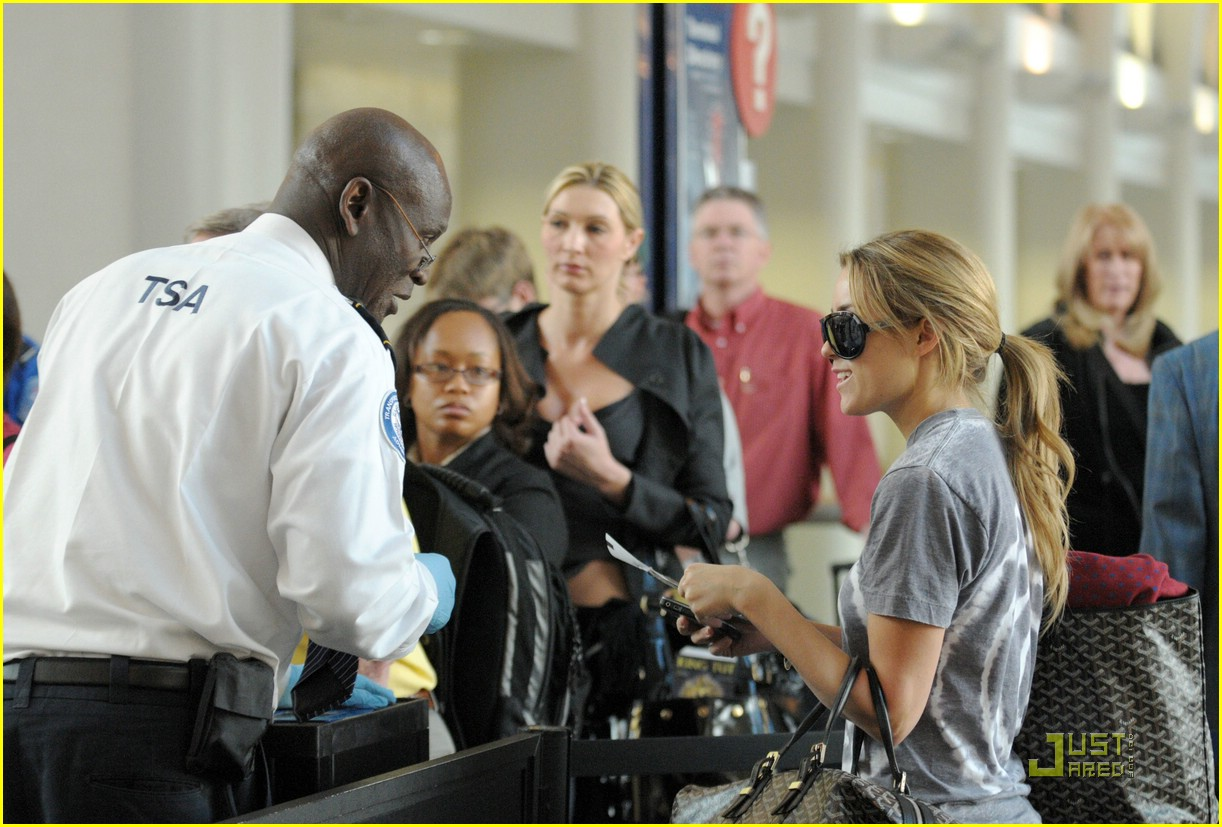 lauren conrad lax flight 07