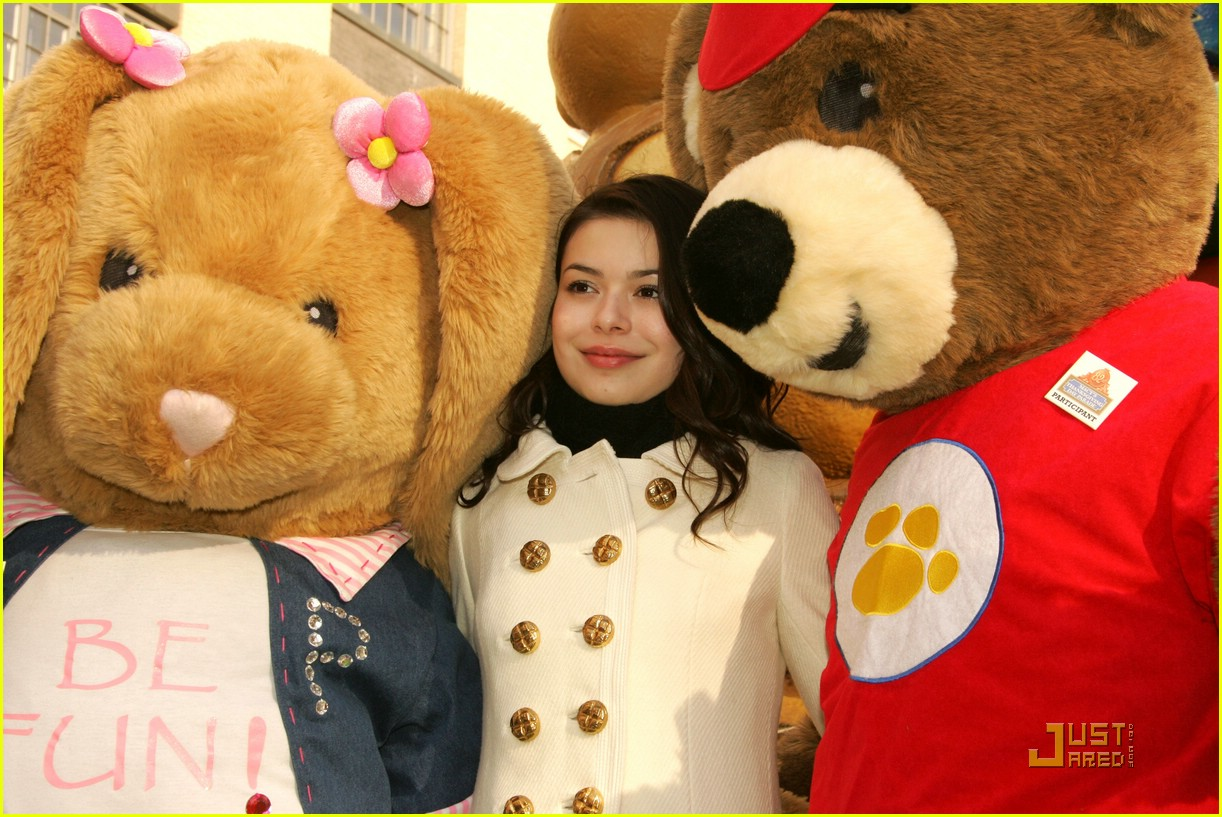 miranda cosgrove thanksgiving day parade float 09