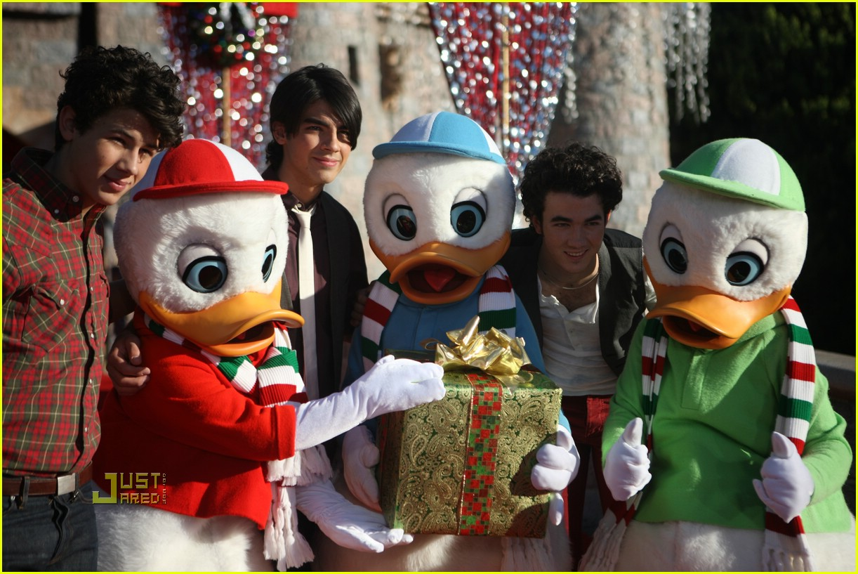 jonas brothers christmas day parade 2008 05